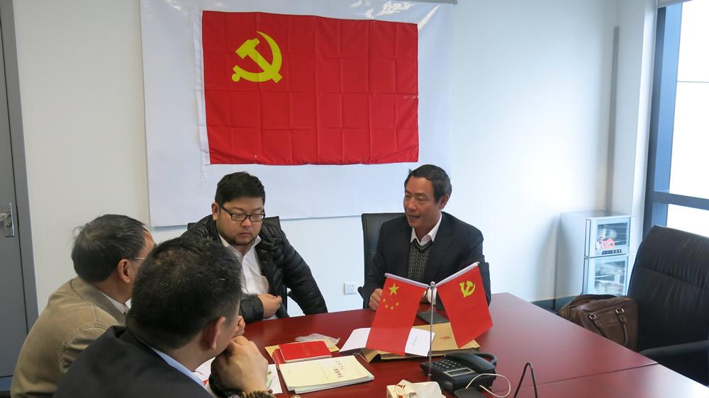 上级党委授予公司党支部公章、党章、党员徽章等