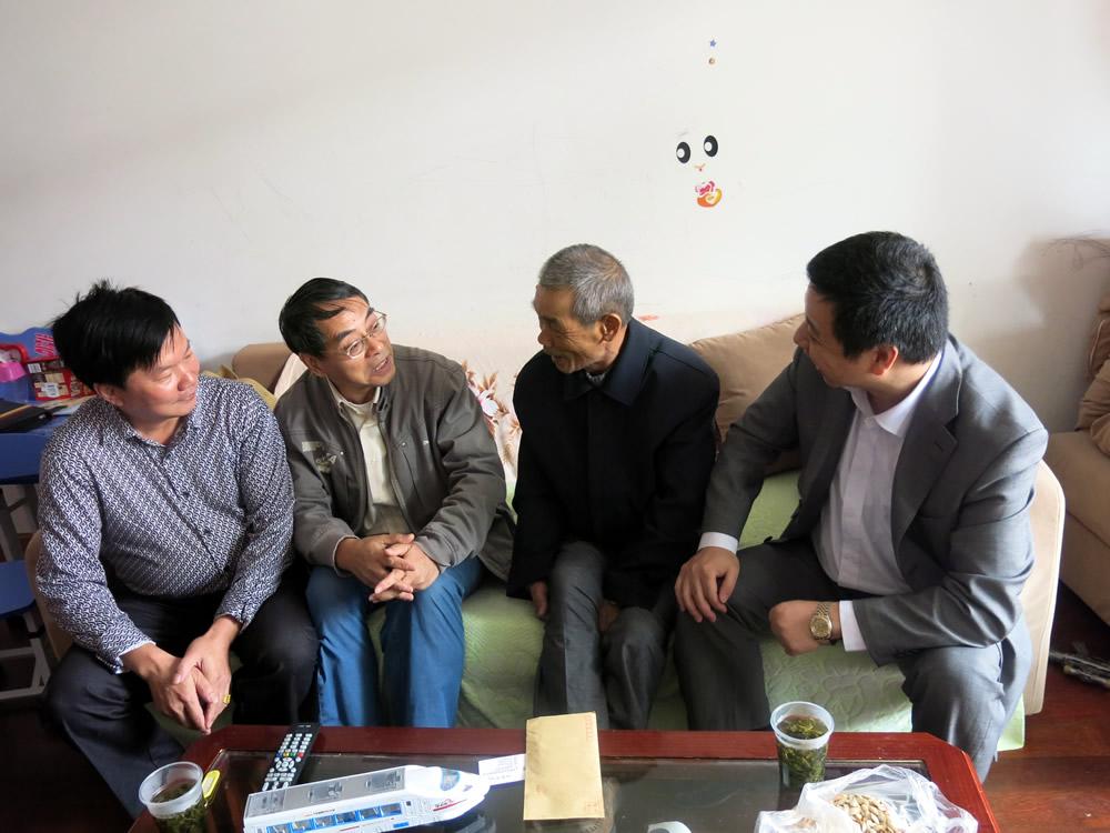 博风代表及鼎丰村党支部代表与张云梯同志促膝谈心